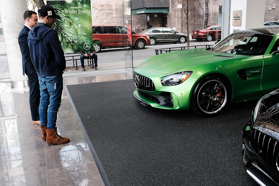 A luxury sports car sits on display in a dealership in Manhattan on November 30, 2017 in New York City. (Photo: Spencer Platt/Getty Images)