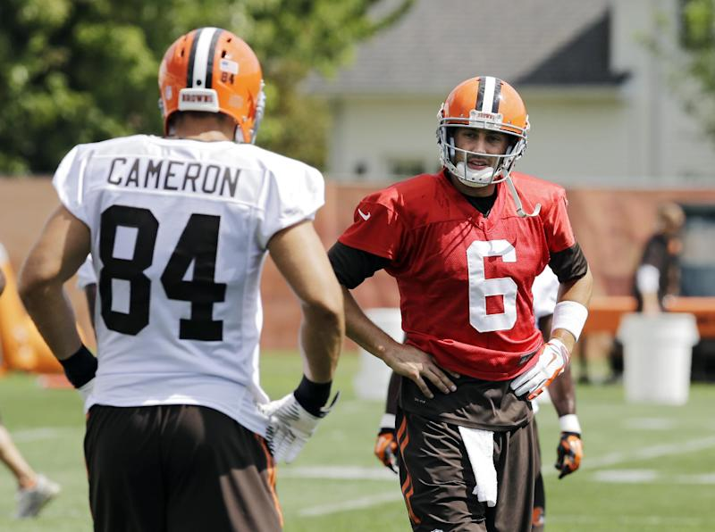 Cameron's injury has Browns shopping for tight end
