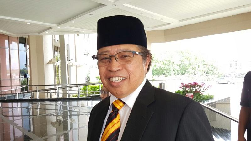 Datuk Patinggi Abang Johari Openg believes that the state will benefit if Indonesia decides to shift its administrative capital from Java to Kalimantan, Borneo. — Picture by Sulok Tawie
