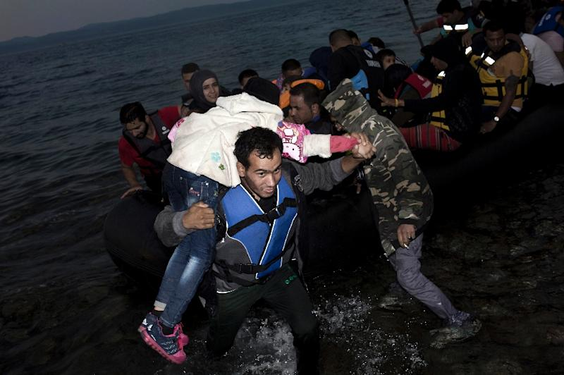 Migrants arrive on the shores of the Greek island of Lesbos after crossing the Aegean Sea from Turkey on a dinghy on September 10, 2015 (AFP Photo/Angelos Tzortzinis)