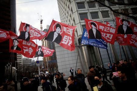 Members of Korean Confederation of Trade Unions march during a general strike calling for South Korean President Park Geun-hye to step down, in central Seoul, South Korea November 30, 2016. REUTERS/Kim Hong-Ji