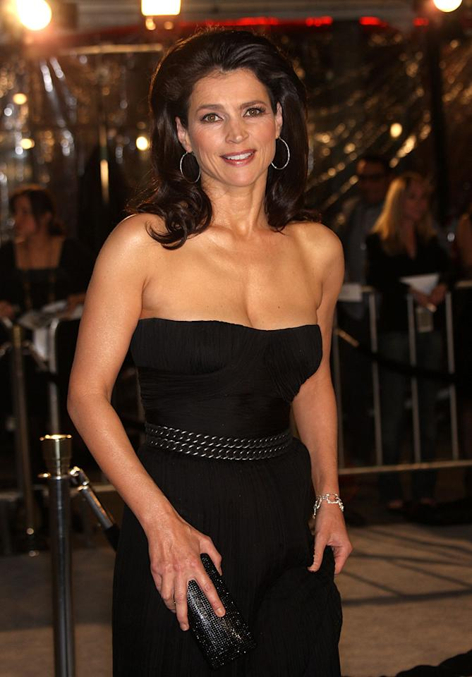 """<a href=""""http://movies.yahoo.com/movie/contributor/1800178524"""">Julia Ormond</a> at the Los Angeles premiere of <a href=""""http://movies.yahoo.com/movie/1809785152/info"""">The Curious Case of Benjamin Button</a> - 12/08/2008"""