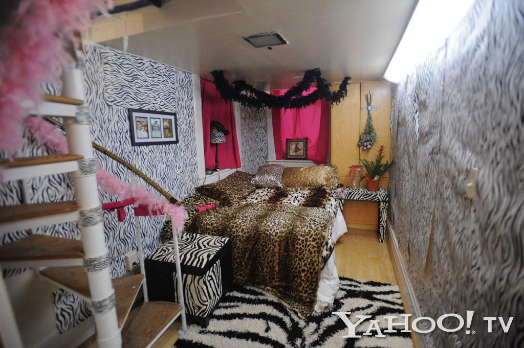 "From zebra to leopard, Snooki's bedroom is overflowing with animal prints. <a href=""https://twitter.com/snooki/status/195358965805228032"">#AnimalPrintAddict</a><br><br><a href=""http://tv.yahoo.com/photos/snooki-and-j-woww-1338597654-slideshow/"">See more ""Snooki & JWoww"" photos</a>"