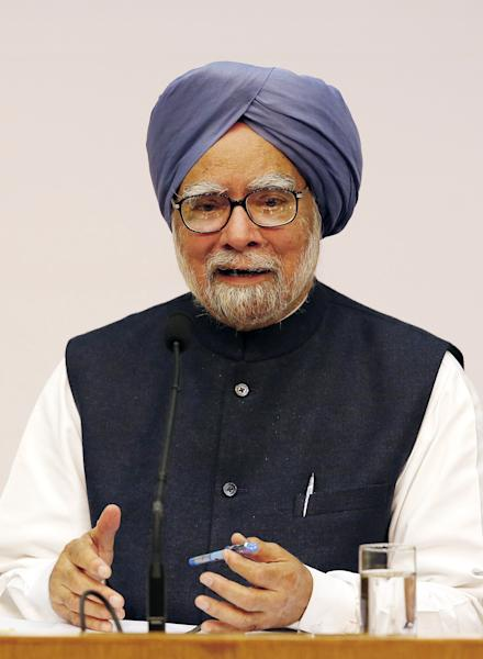 Indian Prime Minster Manmohan Singh addresses a press conference, in New Delhi, India, Friday, Jan. 3, 2014. Prime Minister Singh said Friday he would step aside after 10 years in office, paving the way for Rahul Gandhi to take the reins of the world's biggest democracy if his party stays in power in this year's elections. (AP Photo/Harish Tyagi, Pool)