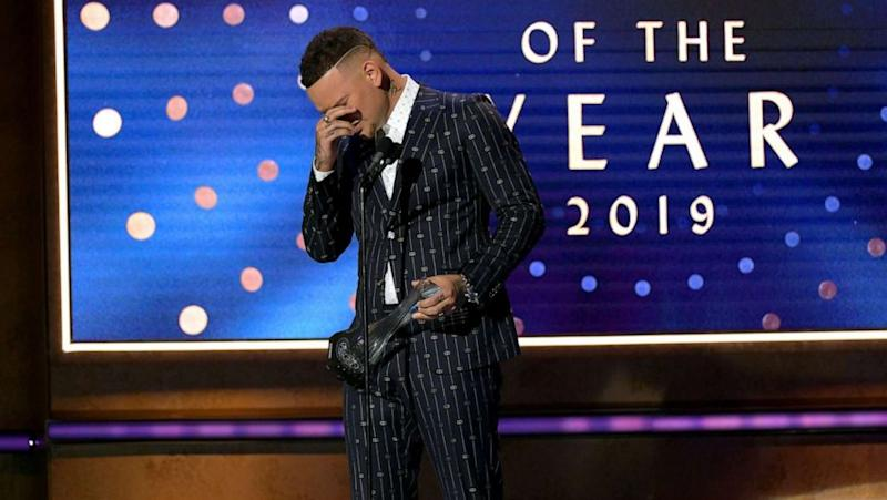 Kane Brown pays tribute to late drummer at CMT's Artists of the Year