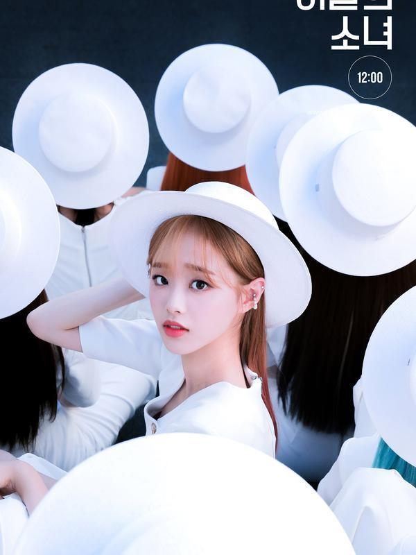 Chuu Loona. (BlockBerry Creative via Soompi)