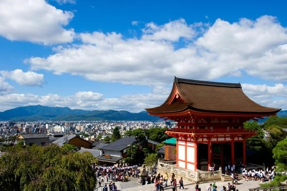 Japan to offer 10,000 free flights in 2012 in bid to boost tourism