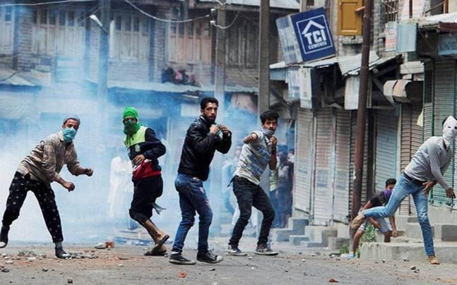Pakistan's ISI paid Kashmiri separatists Rs 800 crore to fuel unrest in Kashmir, says Intelligence Bureau report