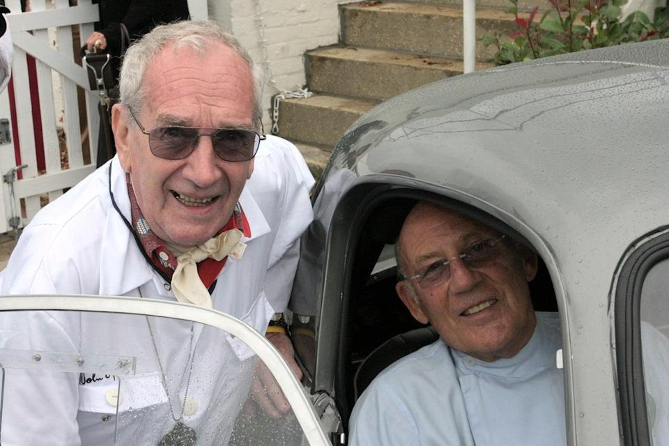 Sprinzel (left) and Sir Stirling Moss in 2006 (Woolmer Classic Engineering)