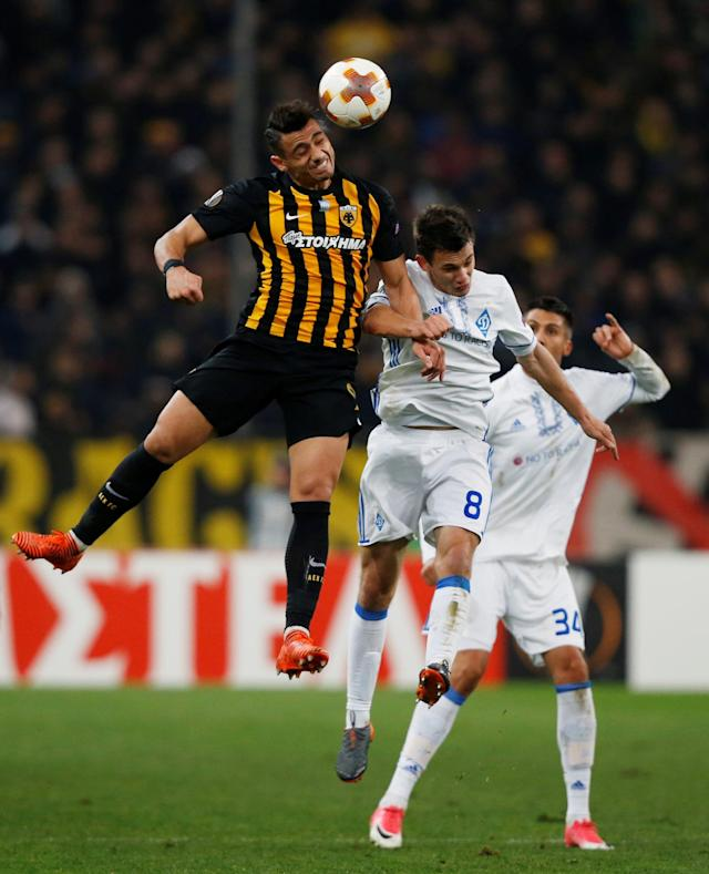 Soccer Football - Europa League Round of 32 First Leg - AEK Athens vs Dynamo Kiev - OAKA Spiros Louis, Athens, Greece - February 15, 2018 AEK's Giorgos Giakoumakis in action with Dynamo Kiev's Volodymyr Shepelev REUTERS/Alkis Konstantinidis