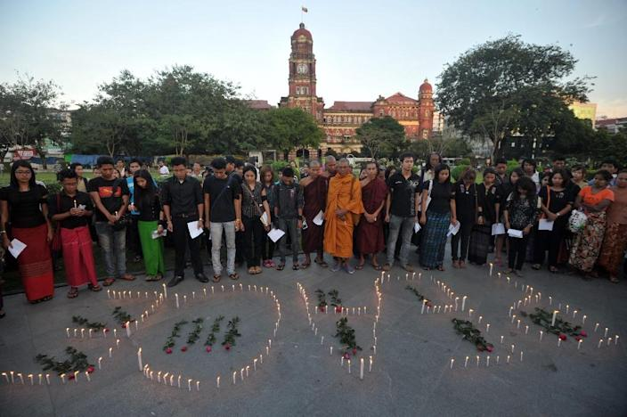 Crowds attend a candlelit vigil to mark the deaths of people in violence in Kachin state, on November 24, 2014 in Yangon (AFP Photo/Soe Than Win)