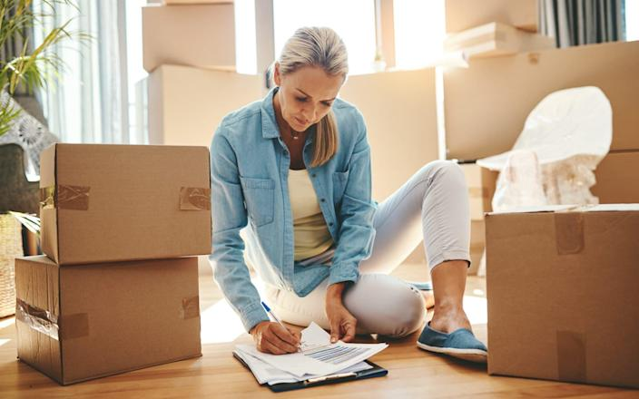 Boxing day: unpacking everything will be a welcome distraction in the next six months - PeopleImages
