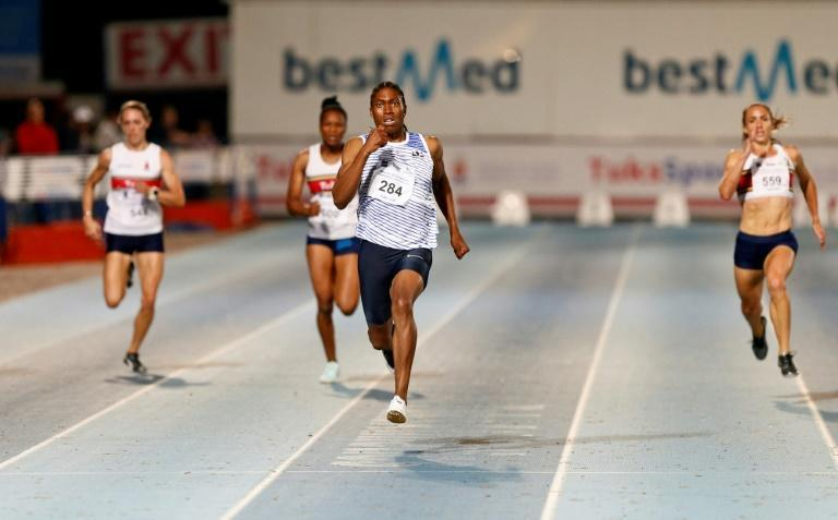 Olympics 800 metres champion Caster Semenya (C) wins the 200m final at provincial championships in Pretoria this weekend (AFP Photo/Phill Magakoe)