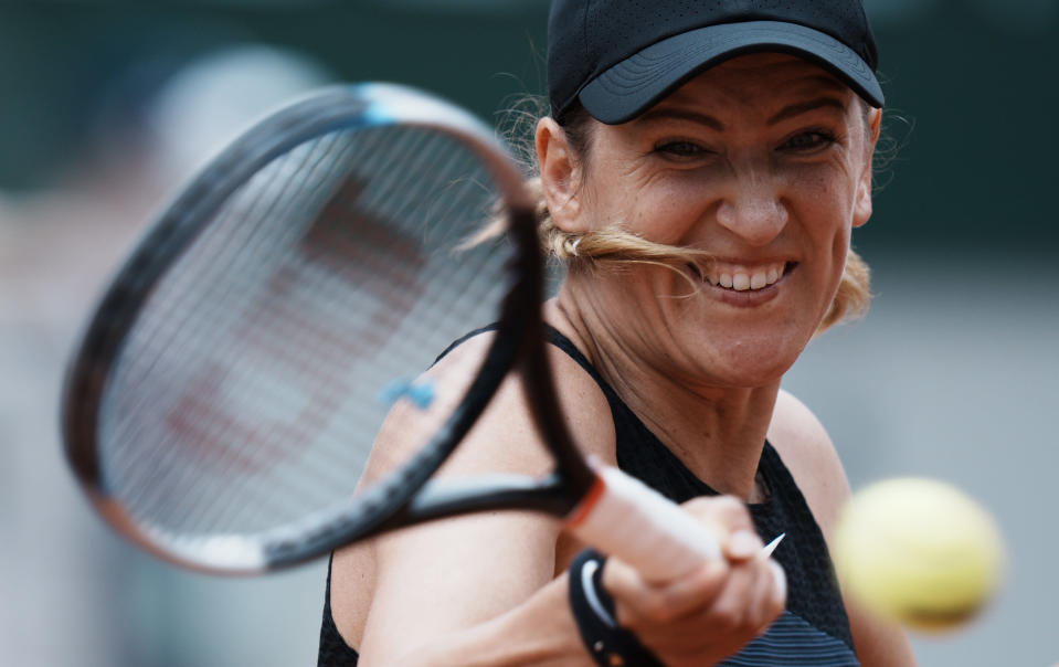 Belarus's Victoria Azarenka plays a return to United Staes's Madison Keys during their third round match on day 6, of the French Open tennis tournament at Roland Garros in Paris, France, Friday, June 4, 2021. (AP Photo/Thibault Camus)