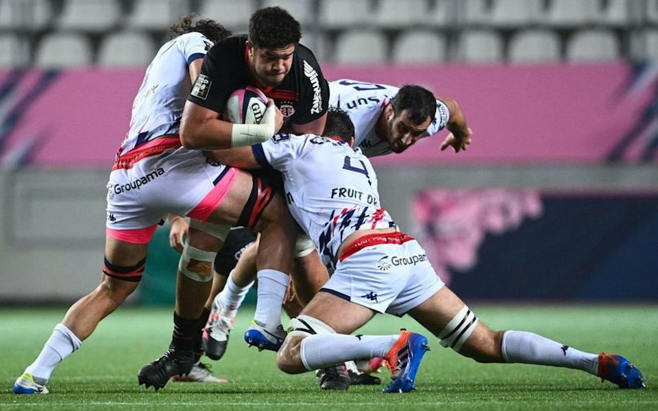 Toulouse's Australian lock Emmanuel Meafou (C) fights for the ball with Stade Français' South African lock Gerbrandt Grobler (L) during the French Top 14 rugby union match between Stade Francais and Toulouse at the Jean-Bouin Stadium in Paris, on November 1, 2020.
