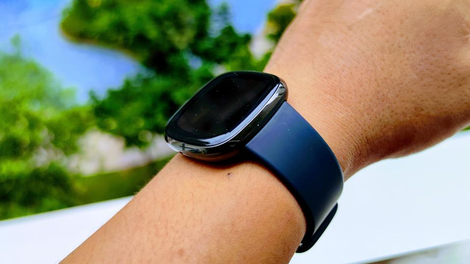 Fitbit no side button. (PHOTO: Paolo Lacuna/Yahoo Lifestyle SEA)