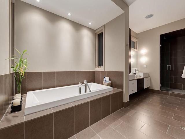 <p><span>2305 3 Avenue NW, Calgary, Alta.</span><br> There are also three-and-a-half bathrooms.<br> (Photo: Zoocasa) </p>