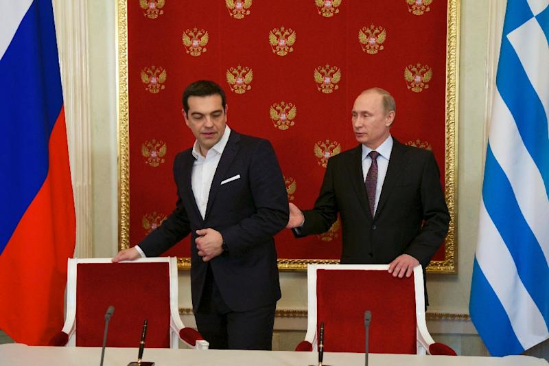 Russian President Vladimir Putin (R) and Greek Prime Minister Alexis Tsipras attend a signing ceremony at the Kremlin in Moscow on April 8, 2015 (AFP Photo/Alexander Zemlianichenko)