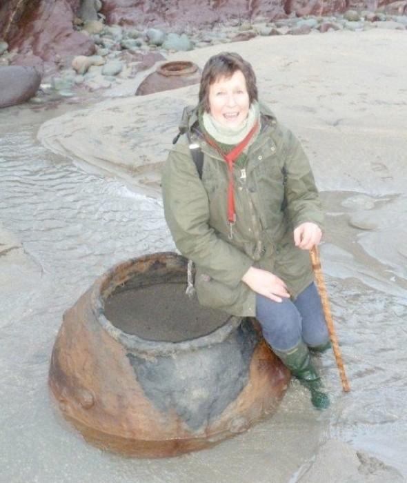 Woman foraging for seaweed on UK beach finds WWII mines