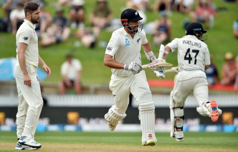 New Zealand's batsmen BJ Watling (R) and Daryl Mitchell (C) held the wicket in partnership to take New Zealand to 248 for five at lunch