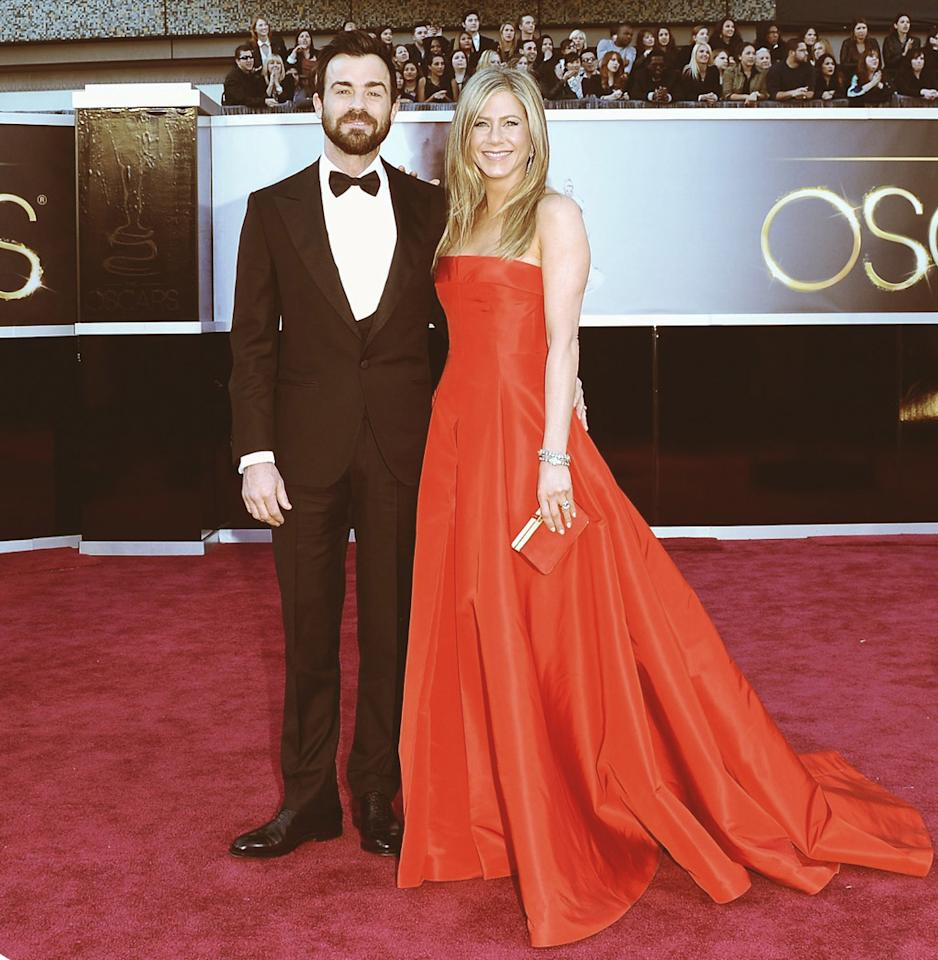 With Jennifer Aniston's highly anticipated wedding to Justin Theroux right around the corner, omg! asked some of our favorite style and wedding experts what the megastar should wear on her big day. From classics, including an elegant Oscar de la Renta dress, to a less conventional spun-gold gown, check out the showstoppers they came up with...