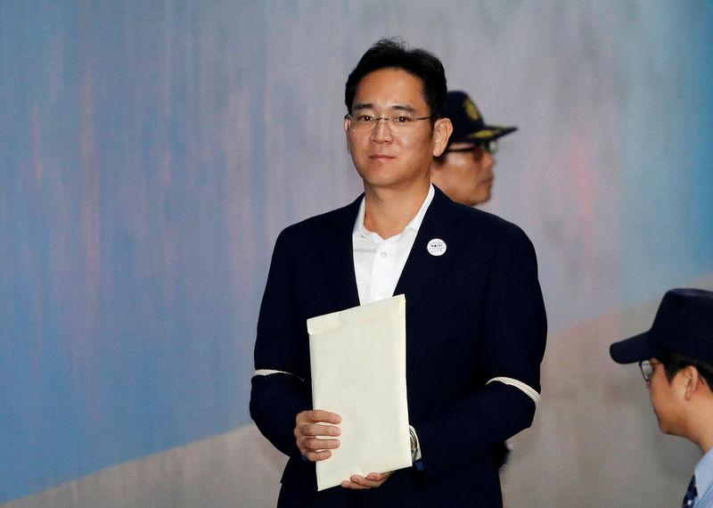 Samsung Electronics Vice Chairman, Jay Y. Lee, arrives at a court in Seoul