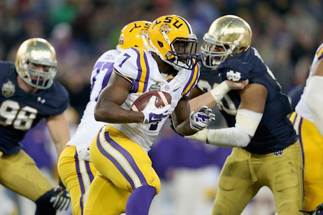NASHVILLE, TN - DECEMBER 30: Leonard Fournette #7 of the LSU Tigers runs with the ball against the Notre Dame Fighting Irish during the Franklin American Mortgage Music City Bowl at LP Field on December 30, 2014 in Nashville, Tennessee. (Photo by Andy Lyons/Getty Images)