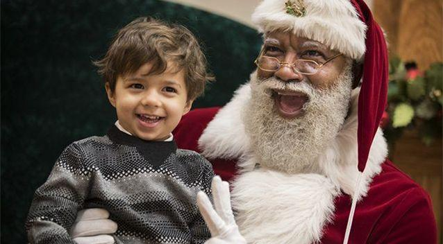 Larry Jefferson tells children Santa can come in many colours. Photo: Yahoo US/Star Tribune