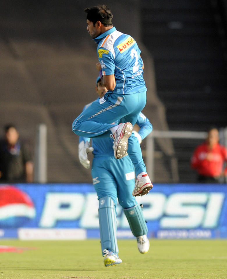 Ashok Dinda of Pune Warriors celebrates the wicket of Dwayne smith of Mumbai Indians during match 58 of the Pepsi Indian Premier League ( IPL) 2013  between The Pune Warriors India and the Mumbai Indians held at the Subrata Roy Sahara Stadium, Pune on the 11th May 2013. (BCCI)