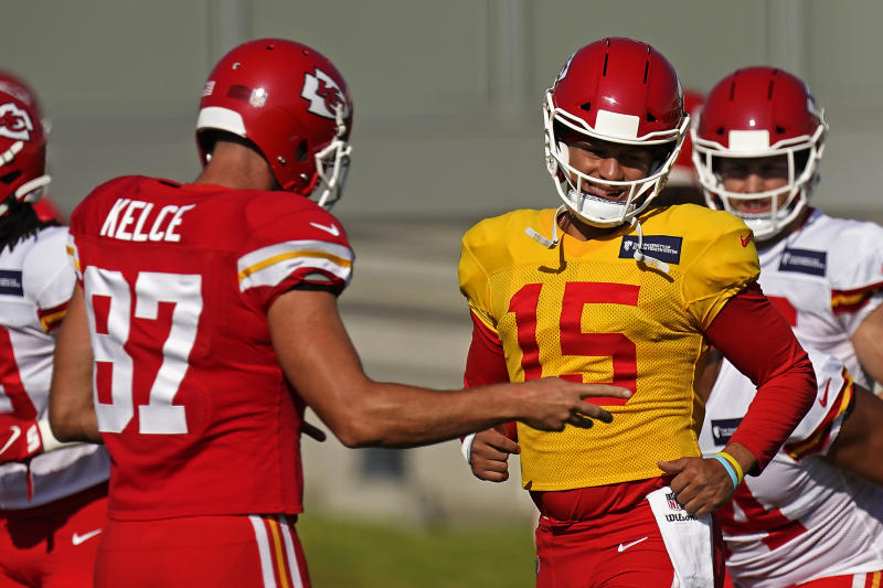 Kansas City Chiefs quarterback Patrick Mahomes (15) and tight end Travis Kelce (87) are trying to win a second straight Super Bowl. (AP Photo/Charlie Riedel)