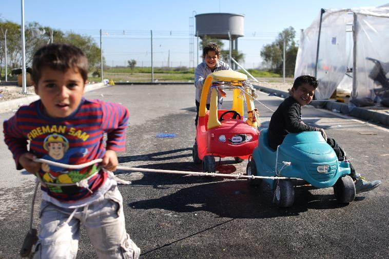 Young Syrian refugees play with toy cars in the Kokkinotrimithia refugee camp on the island of Cyprus on January 20, 2015 (AFP Photo/Florian Choblet)