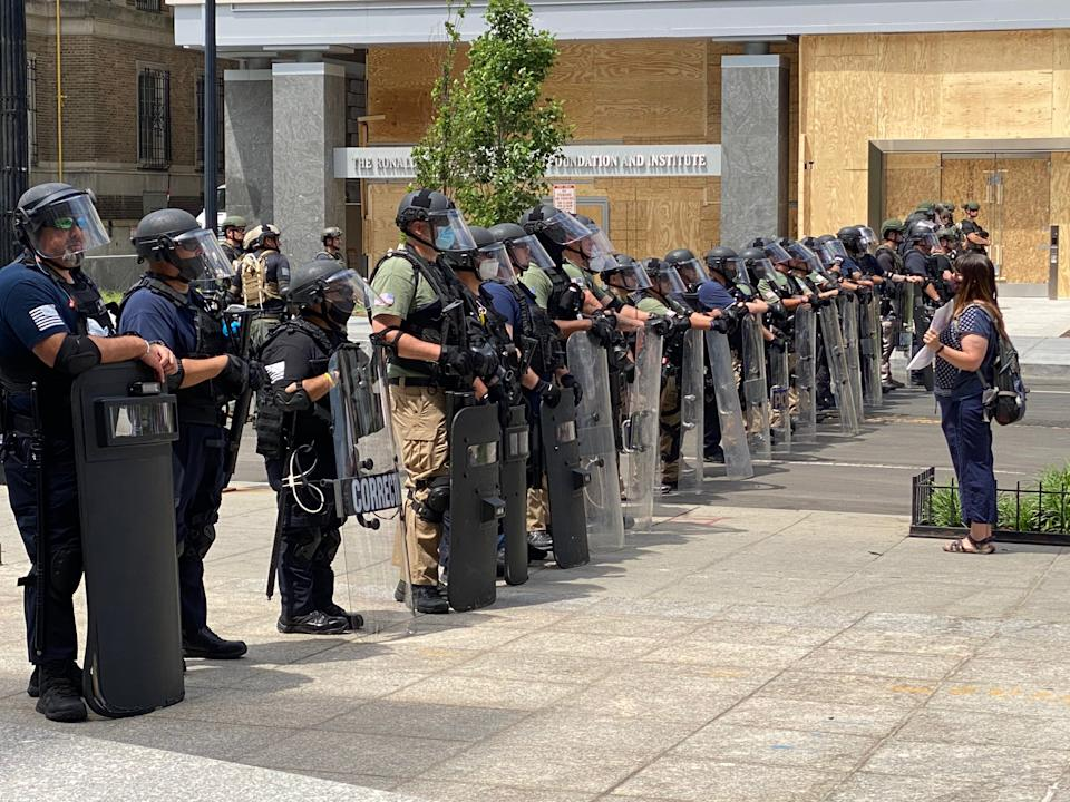 Members of federal law enforcement line up with riot gear and face shields near the White House on Wednesday. (Photo: Ryan J. Reilly/HuffPost)