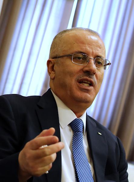 Palestinian Prime Minister Rami Hamdallah gestures during an interview in the West Bank city of Ramallah on September 7, 2014 (AFP Photo/Abbas Momani)