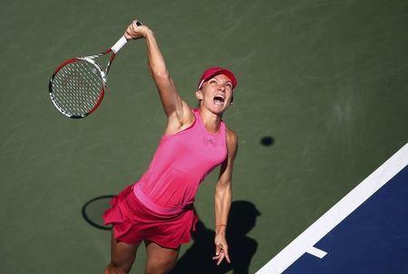 Simona Halep of Romania serves to Mirjana Lucic-Baroni of Croatia during their match at the 2014 U.S. Open tennis tournament in New York, August 29, 2014. REUTERS/Adam Hunger