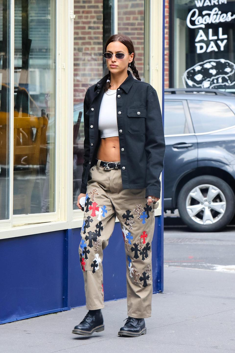 <p>Reaffirming her penchant for low-rise pants in a printed Chrome Hearts pair.</p>