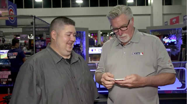 Jack Morris opening 1992 Donruss at MLB Fan Fest. (Yahoo Sports)