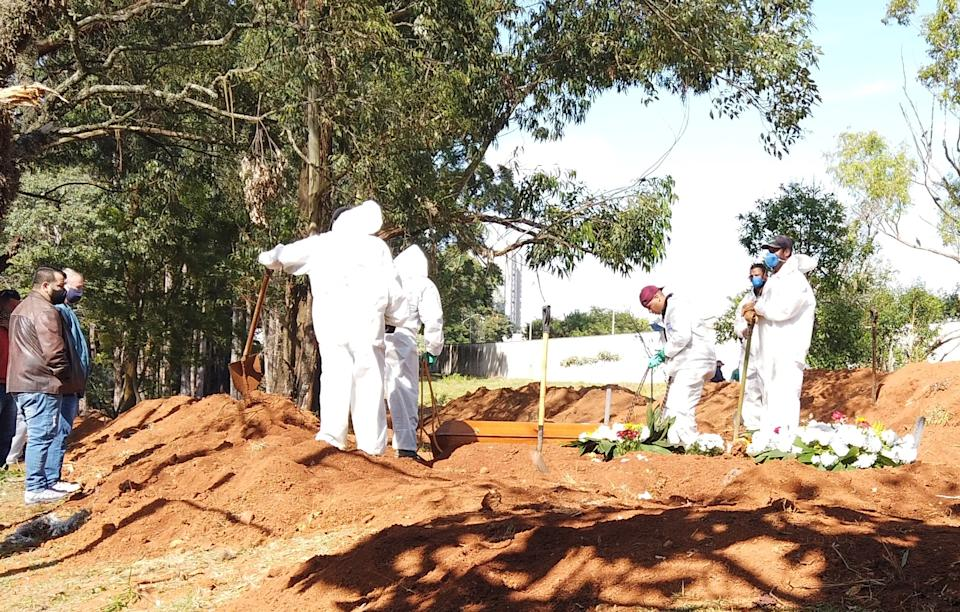 SAO PAULO, BRAZIL - MAY 01: A view of graves dug for victims who died of the novel coronavirus (Covid-19) pandemic as victims being buried in Sao Paulo, Brazil on May 01, 2021. In Brazil, 2,870 more died of Covid-19 rising the death toll to 404,287. (Photo by Jose Antonio/Anadolu Agency via Getty Images)