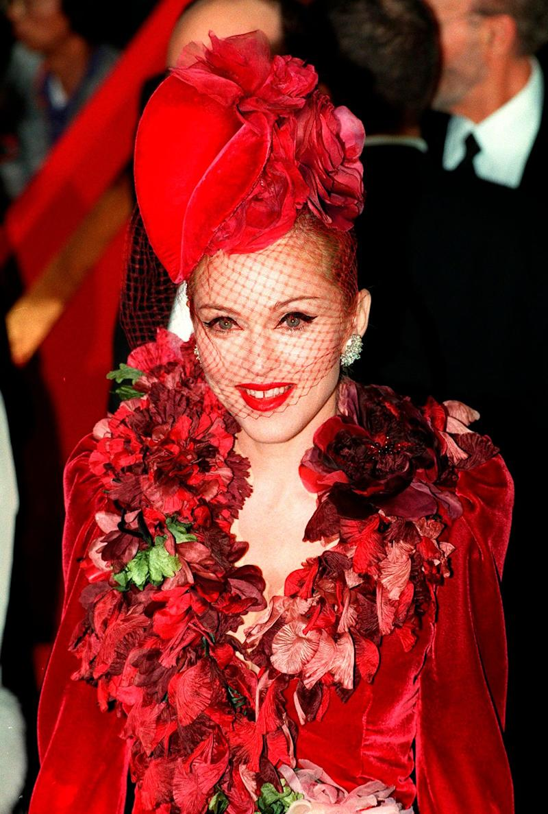 Coming dangerously close to over-accessorising at the 'Evita' premiere.