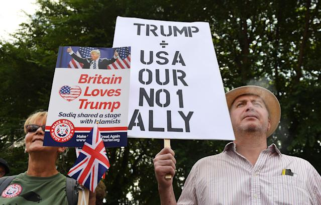 <p>Pro-Trump supporters demonstrate outside the U.S. Embassy in support of President Trump's visit to the U.K., in London, July 14, 2018. (Photo: Andy Rain/EPA-EFE/REX/Shutterstock) </p>