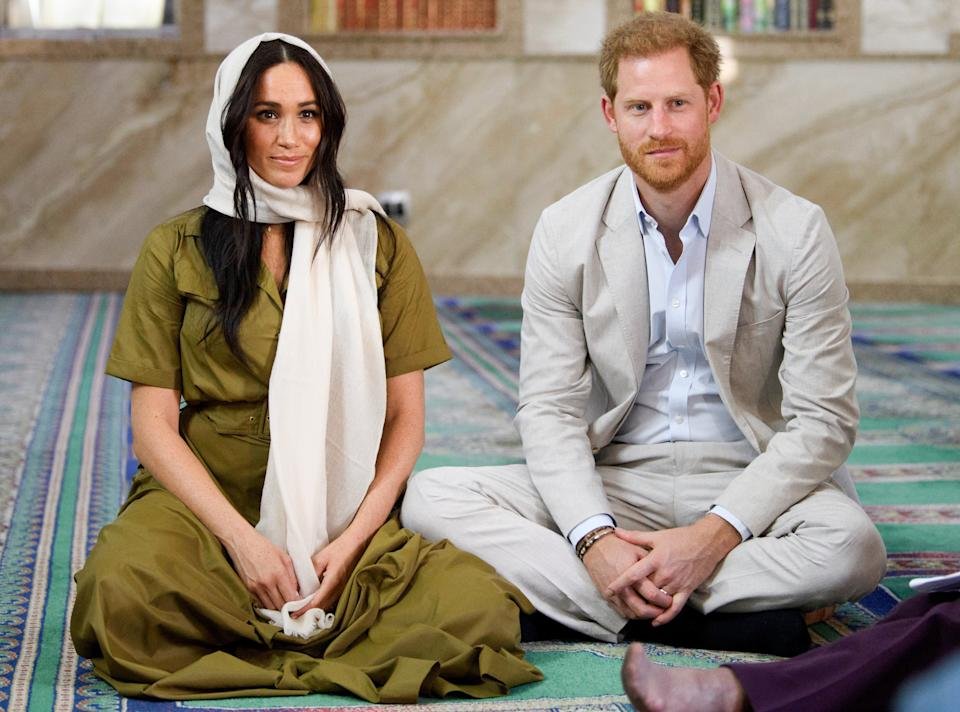CAPE TOWN, SOUTH AFRICA - SEPTEMBER 24: Meghan, Duchess of Sussex and Prince Harry, Duke of Sussex visits the Auwal Mosque during day two of their royal tour of South Africa on September 24, 2019 in Cape Town, South Africa. (Photo by TPool/Samir Hussein/WireImage)