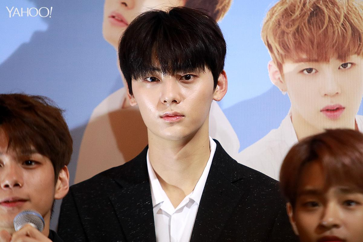 <p>Hwang Min-hyun at Wanna One press conference in Singapore </p>