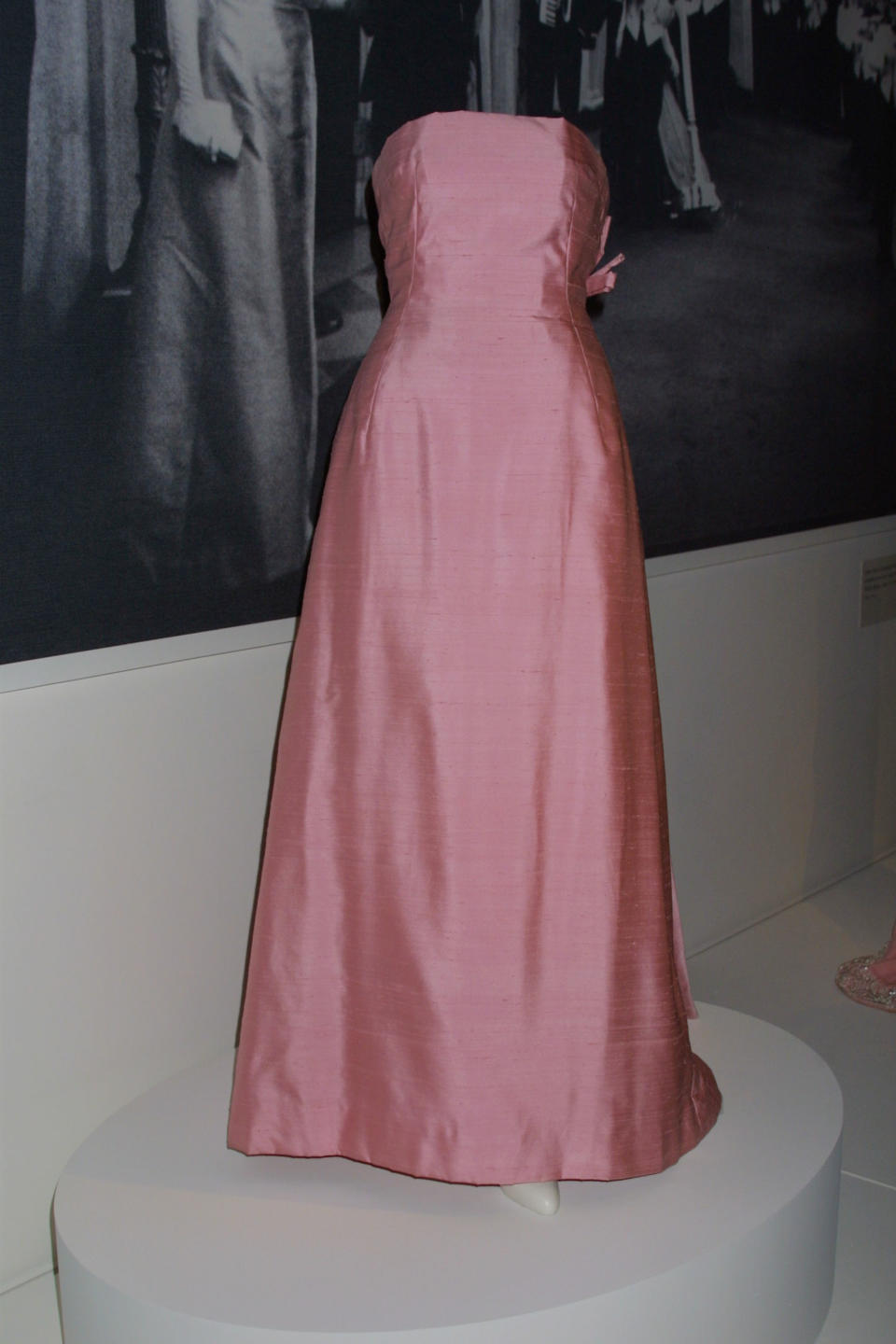 """388229 04: Jacqueline Kennedy wore this pink silk-dupioni shantung evening dress by Guy Douvier for Christian Dior to a White House state dinner honoring Andre Malraux, French minisiter of culture, on May 11, 1962. It is now on display at the exhibition """"Jacqueline Kennedy: The White House Years"""" at the Costume Institute of the Metropolitan Museum of Art in New York, April 22, 2001. (Photo by George DeSota/Newsmakers)"""