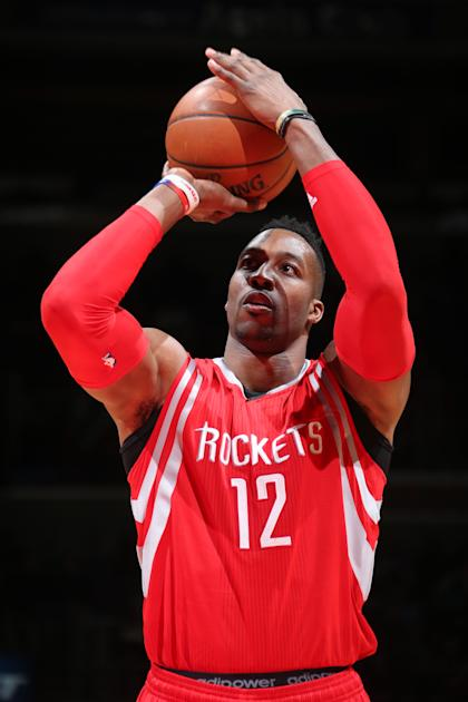 Dwight Howard takes a free throw against the Washington Wizards on March 29, 2015. (Ned Dishman/NBAE/Getty Images)