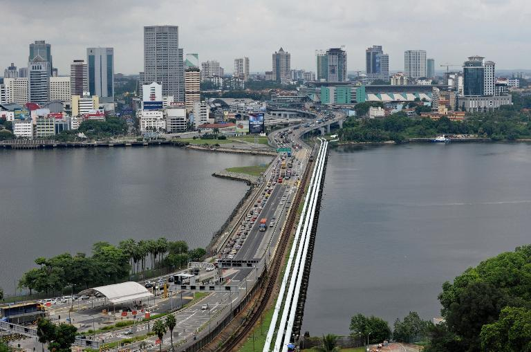 The causeway bordering Malaysia's southern state of Johor Bahru (background) and Singapore. (Photo: AFP)