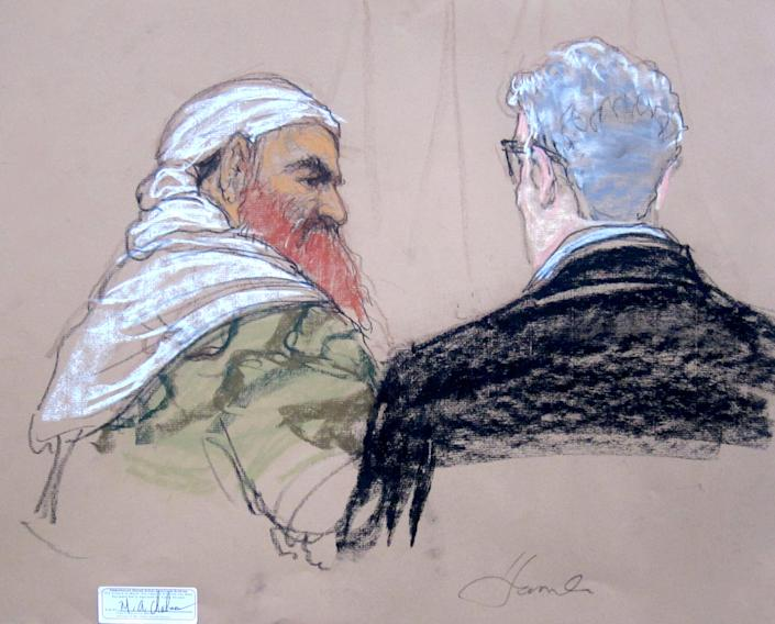 Khalid Sheikh Mohammed speaks with lead defense lawyer David Nevin during a pretrial hearing at the Guantanamo Bay in Cuba, April 14, 2014. Photo/Sketch: AP/Janet Hamlin, Pool)