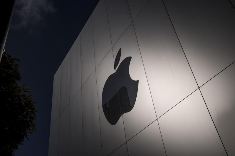 Apple in advanced talks to buy Intel's smartphone-modem chip business