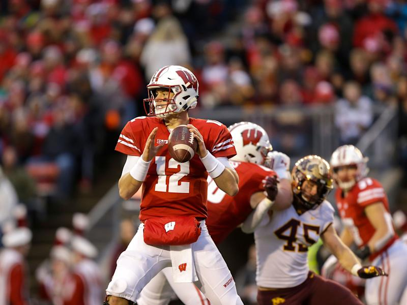 Wisconsin starting quarterback Alex Hornibrook enters transfer portal