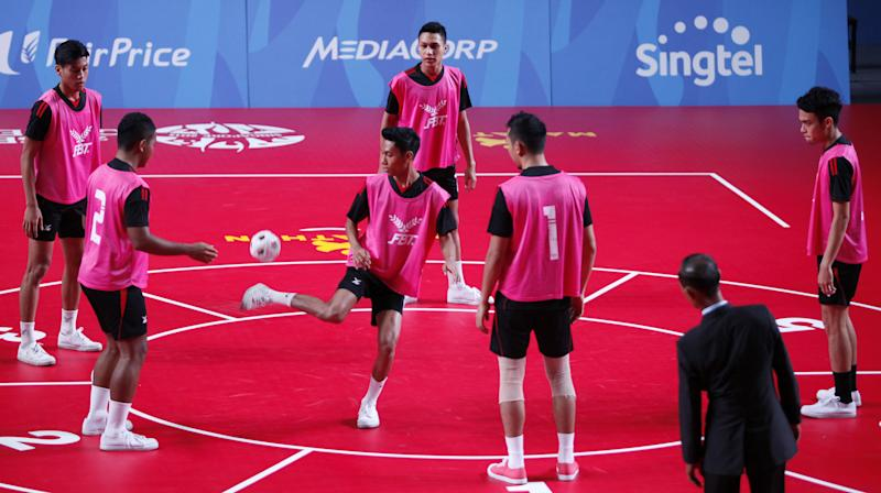 28th SEA Games Singapore 2015 - Expo Hall 1 - 6/6/15 Chinlone - Linking - Group - Singapore's Muhammad Izwandy Zamri (3rd from L) in action SEAGAMES28 TEAMSINGAPORE Mandatory Credit: Singapore SEA Games Organising Committee / Action Images via Reuters