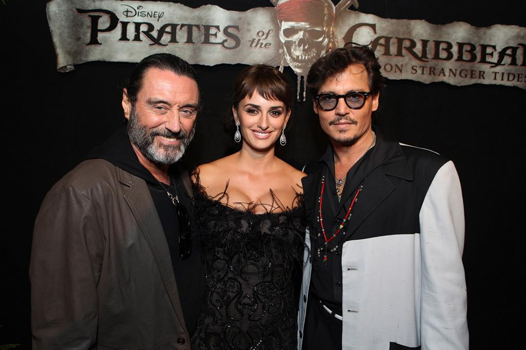 """<a href=""""http://movies.yahoo.com/movie/contributor/1800032720"""">Ian McShane</a>, Peneople Cruz and <a href=""""http://movies.yahoo.com/movie/contributor/1800019485"""">Johnny Depp</a> attend the Disneyland premiere of <a href=""""http://movies.yahoo.com/movie/1809791042/info"""">Pirates of the Caribbean: On Stranger Tides</a> on May 7, 2011."""