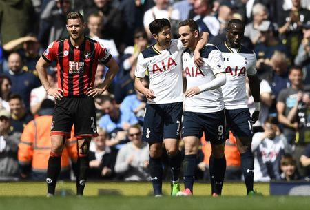 Britain Soccer Football - Tottenham Hotspur v AFC Bournemouth - Premier League - White Hart Lane - 15/4/17 Tottenham's Vincent Janssen celebrates scoring their fourth goal with Son Heung-min  Reuters / Dylan Martinez Livepic